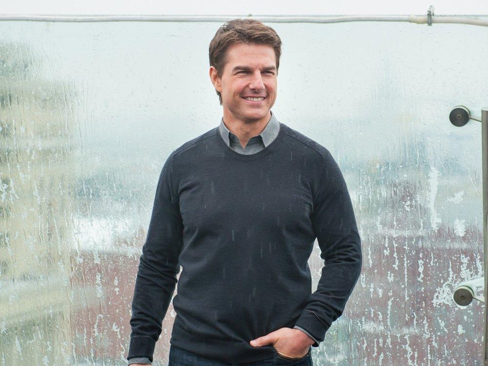 Tom Cruise landet bei Familie im Garten