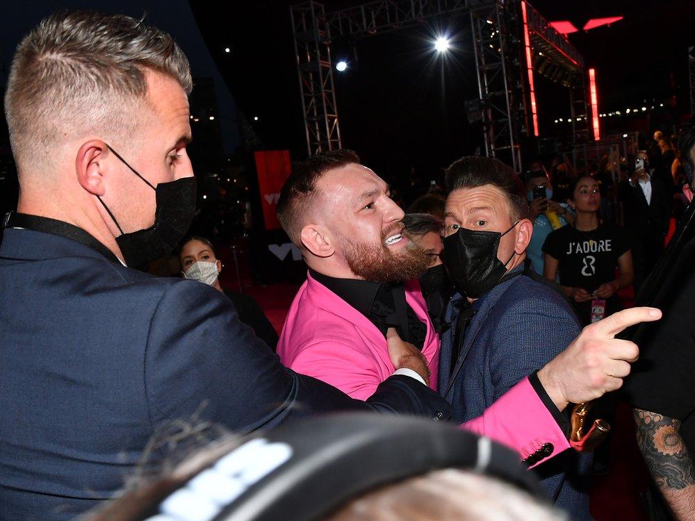 Streit mit Machine Gun Kelly: Conor McGregor tickt bei den VMAs aus
