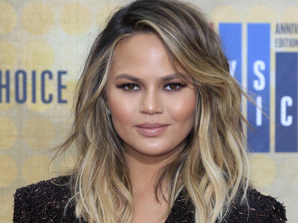 Chrissy Teigen zeigt neue Frisur – inspiriert von Kourtney Kardashian