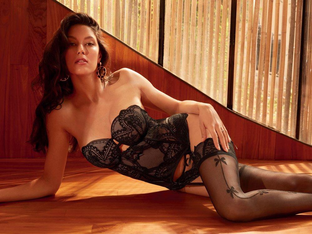 Neu-Mama Rebecca Mir zeigt sich sexy in Dessous