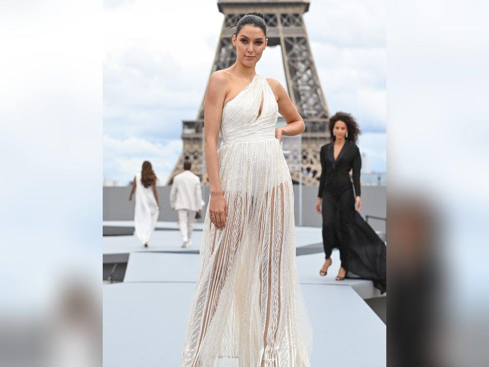 Rebecca Mir feiert ihr Laufsteg-Comeback in Paris